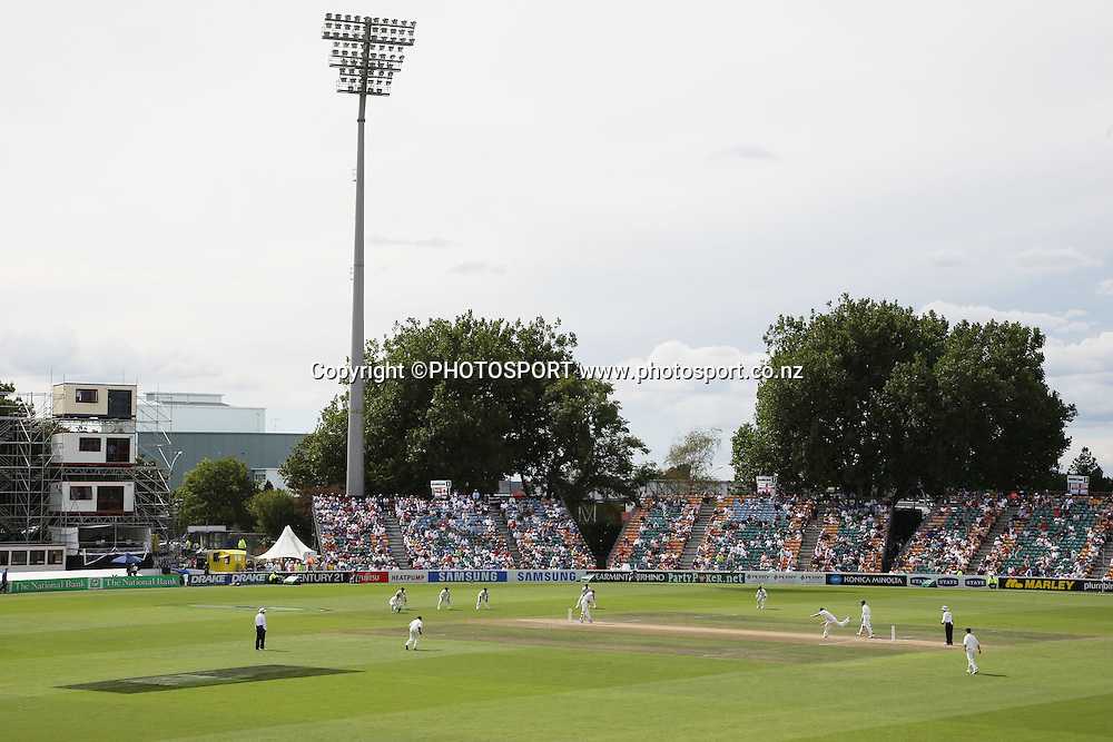 A general view as Chris Martin bowls during the National Bank Test Match Series, New Zealand v England, 2nd day of 1st Test at Seddon Park, Hamilton, New Zealand. Thursday 6 March 2008. Photo: Stephen Barker/PHOTOSPORT