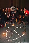 """Le groupe Chinatown joue bénévolement et en avant première les chansons de leur nouvel album (lancé officielement le 1er mai au National) pour le rassemblement """"Une heure pour la Terre!"""", 5e anniversaire. Eteignez vos lumièr /  Esplanade de la place des Arts / Montreal / Canada / 2012-03-31, © Photo Marc Gibert / adecom.ca"""