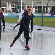 NLD/Amsterdam/20200206 - Kick-off De Hollandse 100 2020, Prins Bernhard Jr. aan het schaatsen met Marichelle de Jong
