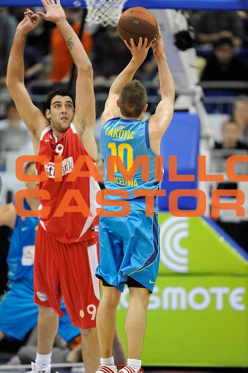 DESCRIZIONE : Berlino Eurolega 2008-09 Final Four Finale 3-4 posto Olympiacos Piraeus Regal Barcellona <br /> GIOCATORE : Jaka Lakovic Ioannis Bourousis<br /> SQUADRA : Olympiacos Piraeus Regal Barcellona<br /> EVENTO : Eurolega 2008-2009 <br /> GARA : Olympiacos Piraeus Regal Barcellona <br /> DATA : 03/05/2009 <br /> CATEGORIA : Tiro <br /> SPORT : Pallacanestro <br /> AUTORE : Agenzia Ciamillo-Castoria/G.Ciamillo