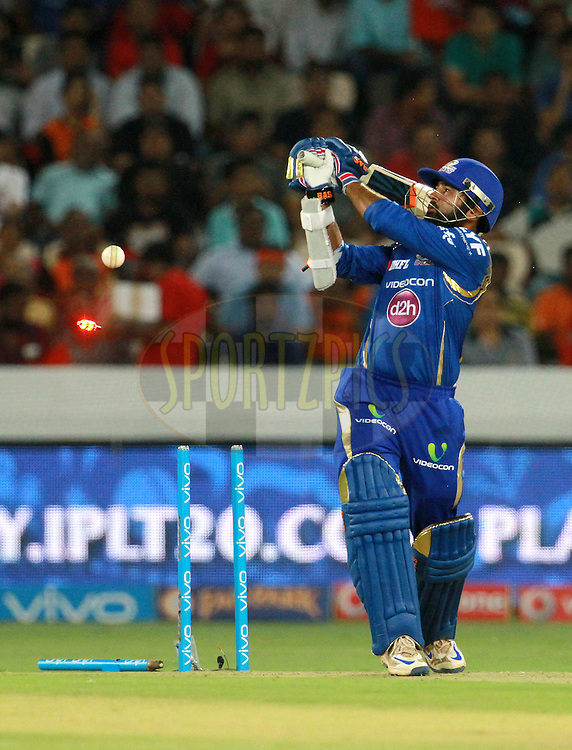 Mumbai Indians player Parthiv Patel gets clean bowled during match 12 of the Vivo IPL 2016 (Indian Premier League ) between the Sunrisers Hyderabad and the Mumbai Indians held at the Rajiv Gandhi Intl. Cricket Stadium, Hyderabad on the 18th April 2016<br /> <br /> Photo by Vipin Pawar/ IPL/ SPORTZPICS