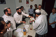 "Bne Menashe"" emigrants Jews from Mizoram (India) prayer for the first new born  Kyriat Arbat  Israel  baby; relifion jews, birth   /// Juifs 'Bne Menashe émigrés du Mizoram (Inde); priere pour le premier né  Kyriat Arbat  Israel   /// R00288/    L004328  /  P0007961"