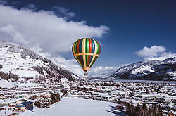 04.02.2019, Zell am See - Kaprun, AUT, BalloonAlps, im Bild ein Heissluftballon über Zell am See // a Hot-air balloon is seeing above Zell am See during the International Balloonalps Alps Crossing Event, Zell am See Kaprun, Austria on 2019/02/04. EXPA Pictures © 2019, PhotoCredit: EXPA/ JFK