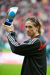 LIVERPOOL, ENGLAND - Saturday, March 8, 2008: Liverpool's Fernando Torres recieves the Barclays FA Player of the Month award for February before the Premiership match against Newcastle United at Anfield. (Photo by David Rawcliffe/Propaganda)