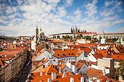 Die Prager Kleinseite mit St. Nikolas Kirche und Veitsdom.