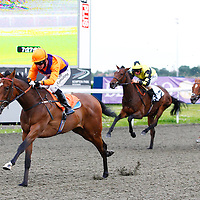 Roz and Jim Crowley winning the 7.25 race