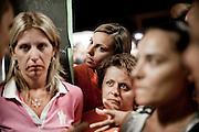 BATTIPAGLIA. I VOLTI DELLE LAVORATRICI PRECARIE DI ALCATEL LUCENT IN AGITAZIONE CONTRO LA CHIUSURA DELL'AZIENDA