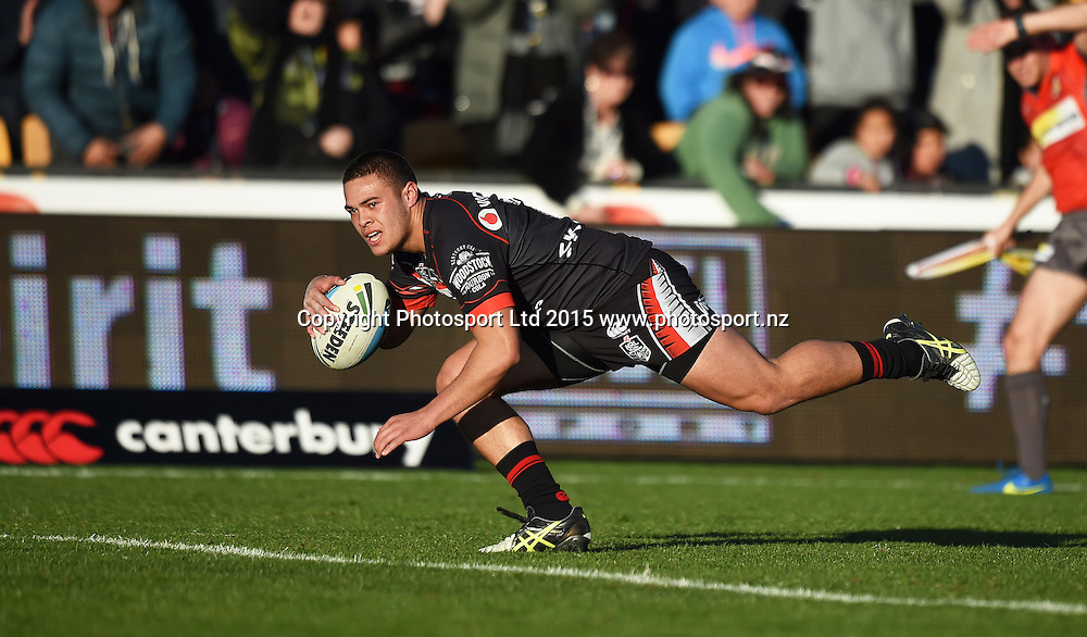 TUIMOALA LOLOHEA scores a try during the NRL Rugby League match between the Vodafone Warriors and The Melbourne Storm at Mt Smart Stadium, Auckland, New Zealand. Sunday 12 July 2015. Copyright Photo: Andrew Cornaga / www.Photosport.nz