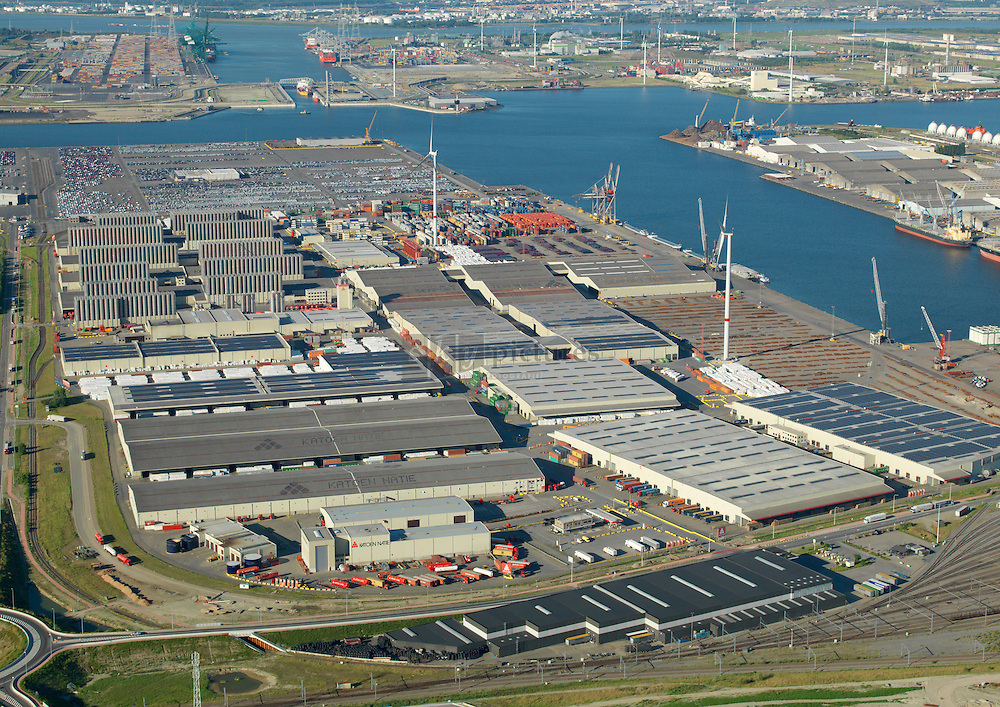Logistiek bedrijven Vrasenedok westzijde met Katoennatie