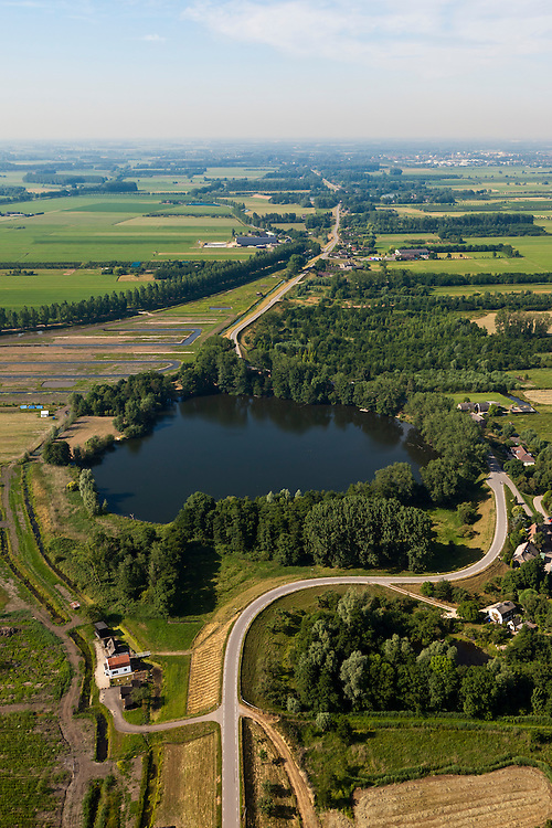 Nederland, Zuid-Holland, Gemeente Leerdam, 08-07-2010; Diefdijk met wiel 'De Waai', overblijfsel van een dijkdoorbraak. .De Diefdijk is een binnendijk en oorspronkelijk aangelegd om de Alblasserwaard en de Vijfherenlanden tegen wateroverlast uit de Betuwe te beschermen. Daarnaast maakt de dijk onderdeel uit van Nieuwe Hollandse Waterlinie..Diefdijk with 'wheel', the remnants of a dike breach. The inner dike was originally built to protect the polders Alblasserwaard and Vijfherenlanden against flooding from the Betuwe. In addition, the dike is part of the New Dutch Waterline.luchtfoto (toeslag), aerial photo (additional fee required).foto/photo Siebe Swart