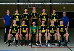 29-10-2014 NED: Selectie Prima Donna Kaas Huizen mannen, Huizen<br /> Selectie seizoen 2014-2015 / Frits Bleeker (manager), Jonathan Rebel (10), Sven de Koe (2), Niels de Vries (5), <br /> Nick Rijnsent (9) Peter van den Berg (trainer/coach)<br /> zittend: Sander Gommers (7), Michiel Koster (4), Mats Bleeker (14), Jesse Zegeling (11), Herman Rempe (3), Hugo van Garderen (12)