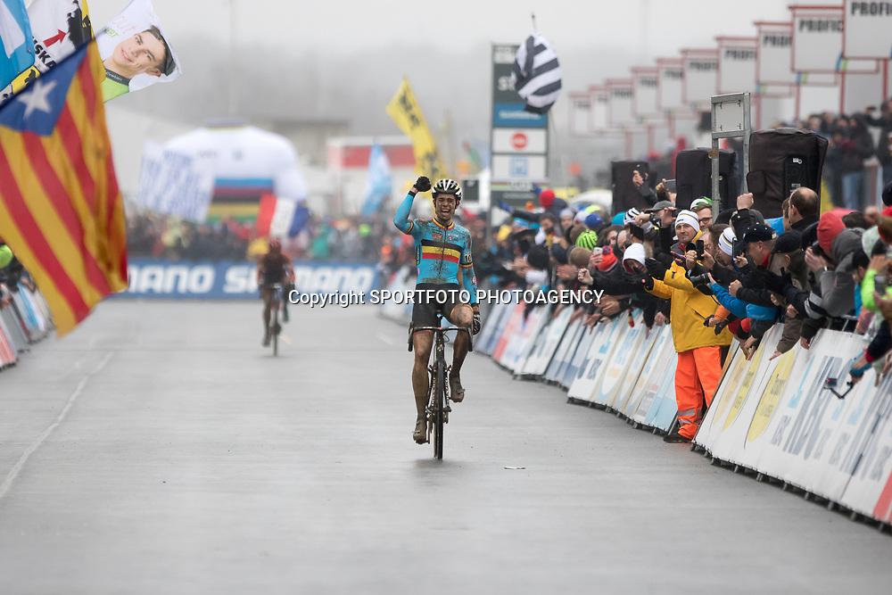 31-01-2016: Wielrennen: WK cyclecross beloften: Heusden Zolder<br /> HEUSDEN-ZOLDER (BEL) cyclocross<br /> Op het circuit van Terlamen-Zolder streden de veldrijders categorie beloften om de mondiale titels in het veld. WOut van Aert pakt op het circuit van Zolder de wereldtitel voor elite renners voor Lars van der Haar