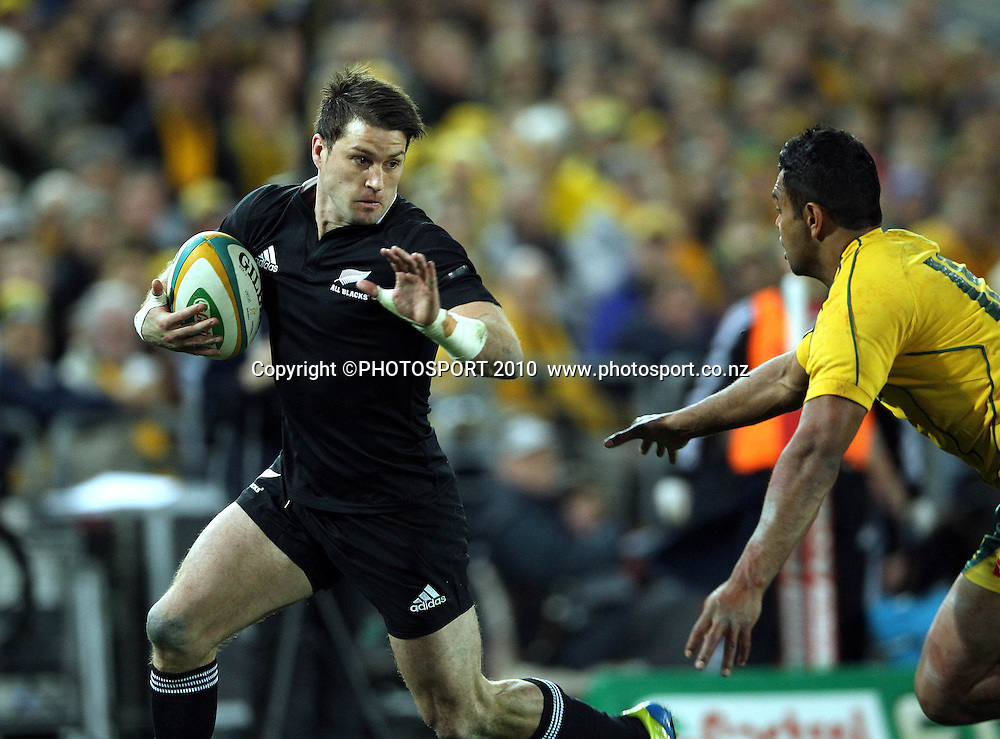 Cory Jane beats Kurtley Beale to score<br /> International Test rugby union match, Australia v New Zealand, Sydney, Australia. Saturday 18 August 2012. Photo: Paul Seiser/PHOTOSPORT