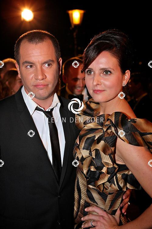 AMSTERDAM - In theater Carre is de Gouden Televizier Ring gala weer geweest.  Met op de foto Jeroen van Koningsbrugge en zijn partner Marie-Clair Witlox. FOTO LEVIN DEN BOER - PERSFOTO.NU