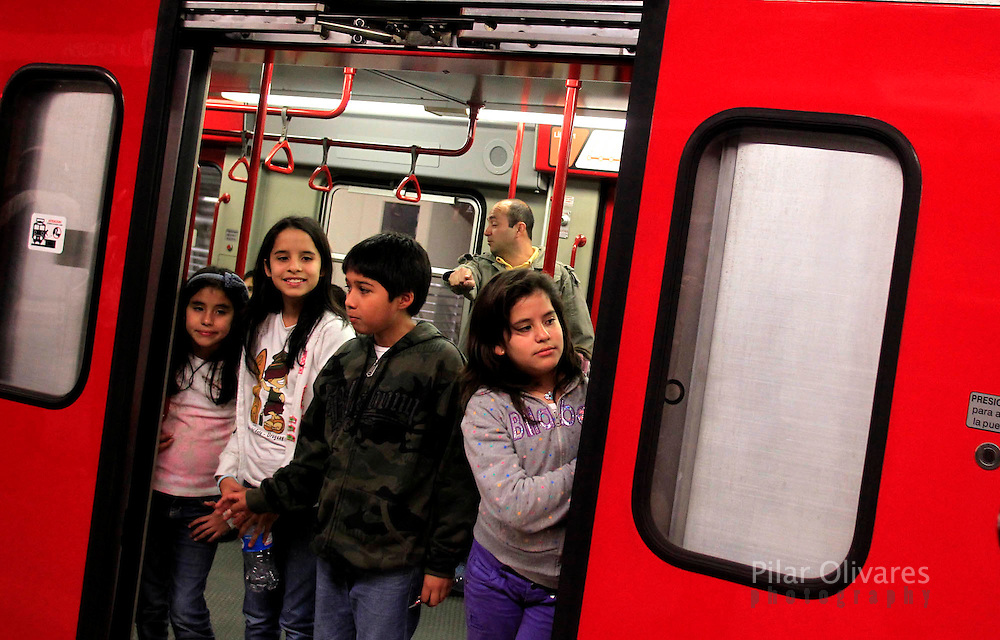 Children travel inside the electric train during train testing in Lima. (photo: Pilar Olivares)