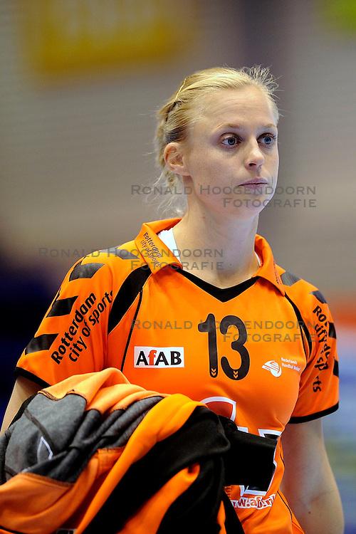 18-10-2009 HANDBAL: NEDERLAND - MACEDONIE: ROTTERDAM<br /> Nederland speelt met 20-20 gelijk tegen Macedonie / Joyce Hilster<br /> &copy;2009-WWW.FOTOHOOGENDOORN.NL