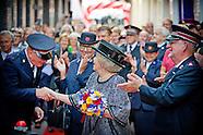 Prinses Beatrix opent  de Majoor Bosshardtburgh in Amsterdam.
