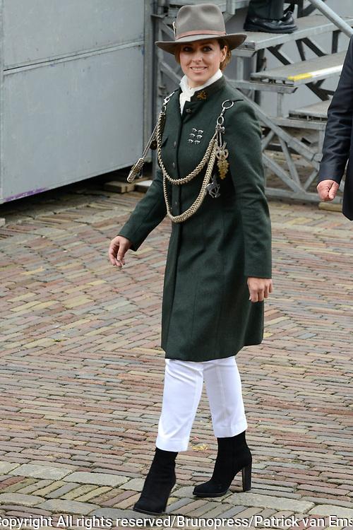 Prinsjesdag 2013 - Aankomst Parlementari&euml;rs bij de Ridderzaal op het Binnenhof.<br /> <br /> Op de foto:  Tweede Kamerlid Marianne Thieme (PvdD)