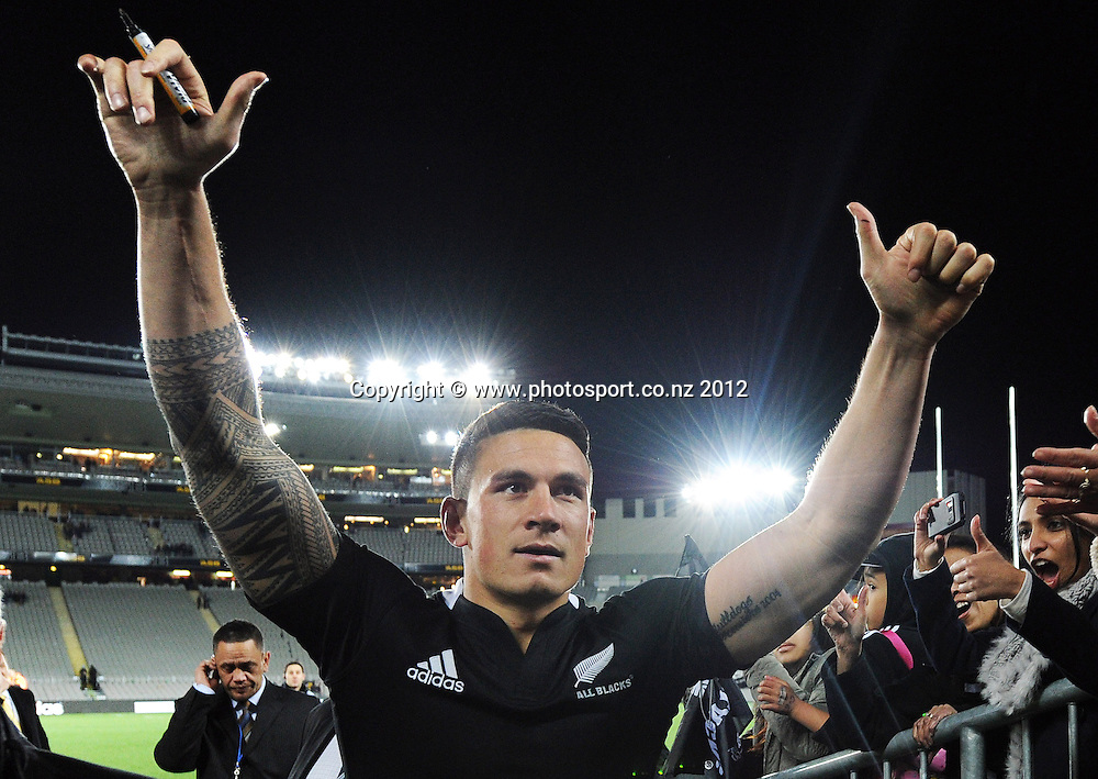 Sonny Bill Williams waves goodbye to his fans at the conclusion of the Rugby Championship and Bledisloe Cup Rugby Union test match, New Zealand All Blacks versus Australian Wallabies at Eden Park, Auckland, New Zealand. Saturday 25 August 2012.  Photo: Andrew Cornaga/Photosport.co.nz