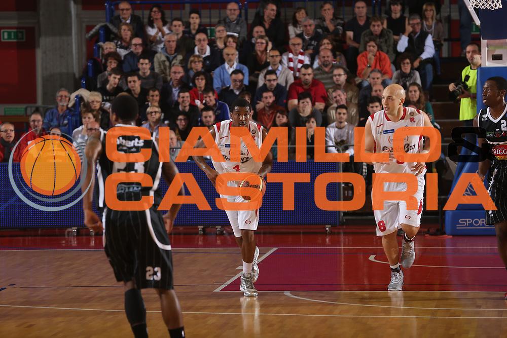 DESCRIZIONE : Reggio Emilia Lega A 2013-14 Grissin Bon Reggio Emilia Pasta Reggia Caserta<br /> GIOCATORE : James White<br /> CATEGORIA : palleggio<br /> SQUADRA : Grissin Bon Reggio Emilia<br /> EVENTO : Campionato Lega A 2013-2014 <br /> GARA : Grissin Bon Reggio Emilia Pasta Reggia Caserta<br /> DATA : 02/11/2013<br /> SPORT : Pallacanestro <br /> AUTORE : Agenzia Ciamillo-Castoria/E.Rossi<br /> Galleria : Lega Basket A 2013-2014   <br /> Fotonotizia : Reggio Emilia Lega A 2013-14 Grissin Bon Reggio Emilia Pasta Reggia Caserta