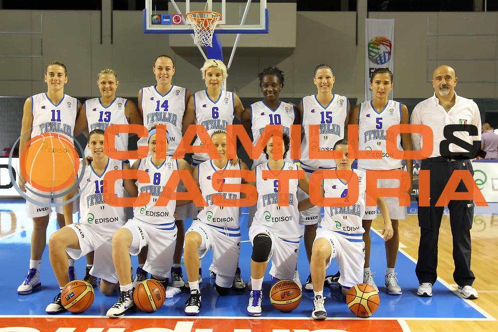 DESCRIZIONE : Taranto Torneo di qualificazione Campionati Europei donne Polonia 2011<br /> GIOCATORE : Team photo foto di squadra<br /> SQUADRA : Italia Nazionale Femminile<br /> EVENTO : Torneo di qualificazione Campionato Europeo Donne Polonia 2011 Eurobasket Women Additional Qualifying Tournament<br /> GARA : Italia Serbia<br /> DATA : 04/06/2011<br /> CATEGORIA : prima della partita<br /> SPORT : Pallacanestro<br /> AUTORE : Agenzia Ciamillo-Castoria/ElioCastoria<br /> Galleria : FIP Nazionali 2011<br /> Fotonotizia :  Taranto Torneo di qualificazione Campionati Europei donne Polonia 2011<br /> Predefinita :