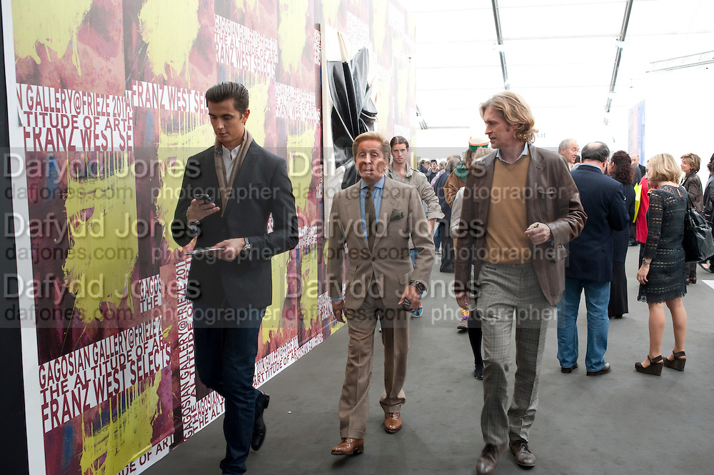 VALENTINO, OPENING OF FRIEZE ART FAIR. Regent's Park. London.  12 October 2011. <br /> <br />  , -DO NOT ARCHIVE-© Copyright Photograph by Dafydd Jones. 248 Clapham Rd. London SW9 0PZ. Tel 0207 820 0771. www.dafjones.com.