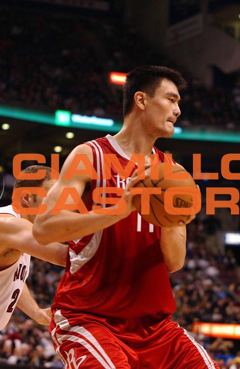 DESCRIZIONE : Toronto Campionato NBA 2007-2008 Toronto Raptors Houston Rockets<br /> GIOCATORE : Yao Ming<br /> SQUADRA : Toronto Raptors Houston Rockets<br /> EVENTO : Campionato NBA 2007-2008 <br /> GARA : Toronto Raptors Houston Rockets<br /> DATA : 09/12/2007 <br /> CATEGORIA :<br /> SPORT : Pallacanestro <br /> AUTORE : Agenzia Ciamillo-Castoria/V.Keslassy<br /> Galleria : NBA 2007-2008 <br /> Fotonotizia : Toronto Campionato NBA 2007-2008 Toronto Raptors Houston Rockets<br /> Predefinita :