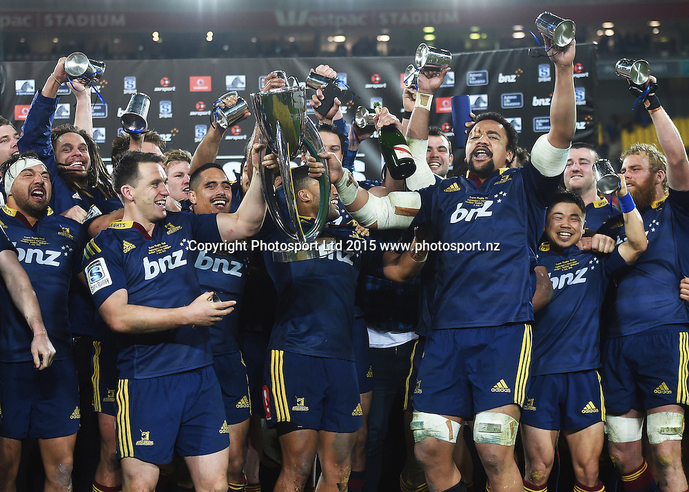 Highlanders players celebrate winning the Super Rugby Final over the Hurricanes at Westpac Stadium in Wellington., New Zealand. Saturday 4 July 2015. Copyright Photo: Andrew Cornaga / www.Photosport.nz