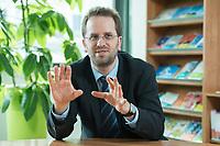 11 APR 2014, BERLIN/GERMANY:<br /> Klaus Mueller, Vorsitzender Verbraucherzentrale Bundesverband e.V., vzbv<br /> IMAGE: 20140411-01-017<br /> KEYWORDS: Klaus Müller