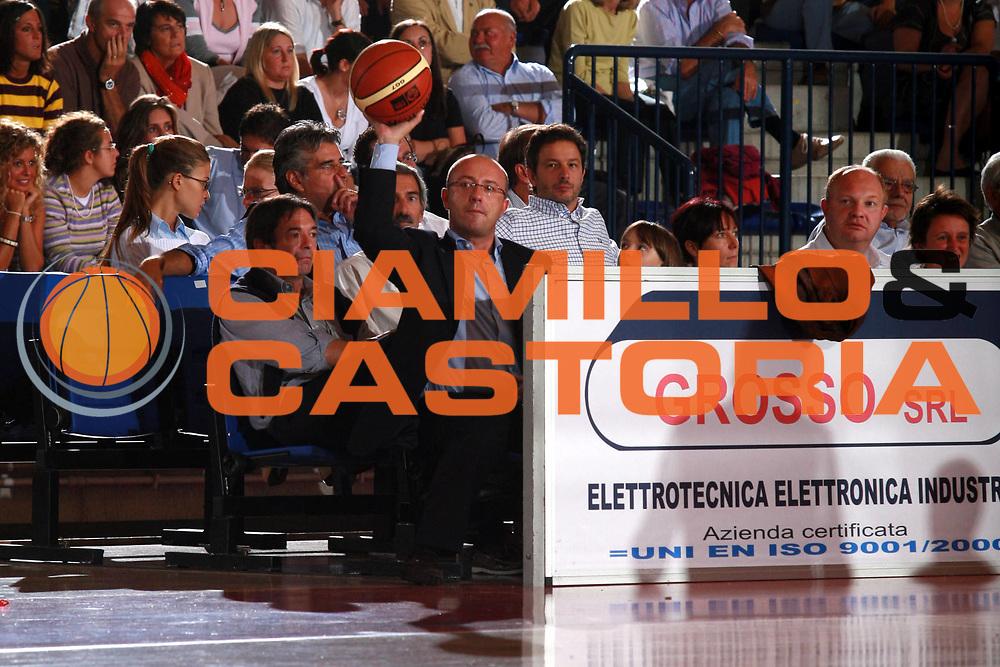 DESCRIZIONE : Biella Precampionato Lega A1 2006 2007 Angelico Biella Cimberio Novara <br />GIOCATORE : Verzoletto<br />SQUADRA : Angelico Biella<br />EVENTO : Precampionato Lega A1 2006 2007 Angelico Biella Cimberio Novara <br />GARA : Angelico Biella Cimberio Novara<br />DATA : 20/09/2006 <br />CATEGORIA :  Curiosita<br />SPORT : Pallacanestro <br />AUTORE : Agenzia Ciamillo-Castoria/S.Ceretti