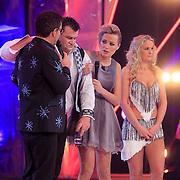 NLD/Hilversum/20130126 - 5e Liveshow Sterren Dansen op het IJs 2013, Jarno Harms voelt zich niet goed worden met Gerard Joling, Tess Milne, Katie Stainsby