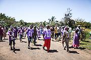Le clan de l'époux accompagné de ses clans alliés vont chercher la femme dans sa tribu. – Mariage Kanak  - Tribu de Méhoué, Canala – Nouvelle Calédonie – Septembre 2013