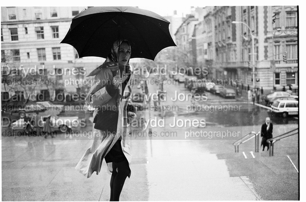 Carolyne Roehne at Vreeland memorial, 1989© Copyright Photograph by Dafydd Jones 66 Stockwell Park Rd. London SW9 0DA Tel 020 7733 0108 www.dafjones.com