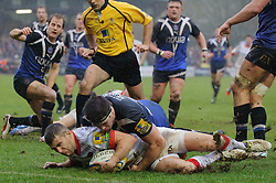 Saracens Scrum-Half (#9) Richard Wigglesworth scores a try as Bath Flanker (#7) Guy Mercer tacklesduring the second half of the match - Photo mandatory by-line: Rogan Thomson/JMP - Tel: Mobile: 07966 386802 22/12/2012 - SPORT - RUGBY - The Recreation Ground - Bath. Bath Rugby v Saracens - Aviva Premiership.