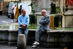 FRANCE PROVENCE AIX EN PROVENCE 3OCT06 - Two elderly men enjoy a conversation by a fountain the the town centre of Aix en Provence, southern France...jre/Photo by Jiri Rezac..© Jiri Rezac 2006..Contact: +44 (0) 7050 110 417.Mobile:  +44 (0) 7801 337 683.Office:  +44 (0) 20 8968 9635..Email:   jiri@jirirezac.com.Web:    www.jirirezac.com..© All images Jiri Rezac 2006 - All rights reserved.