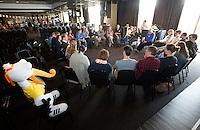 DEN HAAG - de Vrijwilligers voor het World Cup Hockey 2014 kwamen zaterdag in het Kyocera voetbalstadion voor het eerst bijeen. FOTO KOEN SUYK