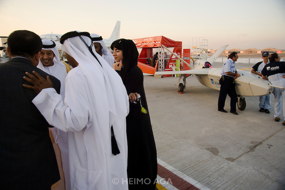 Dubai 2005, 9th International Aerospace Exhibition. Sheiks with drones.