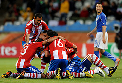 14.06.2010, Cape Town Stadium, Kapstadt, RSA, FIFA WM 2010, Italien vs Paraguay im Bild Paraguay feiert das 1 - 0 durch Antolin Alcaraz, EXPA Pictures © 2010, PhotoCredit: EXPA/ InsideFoto/ G. Perottino, ATTENTION! FOR AUSTRIA AND SLOVENIA ONLY!!! / SPORTIDA PHOTO AGENCY