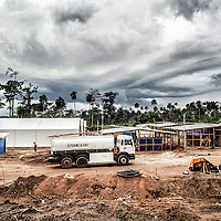 19/11/2014. Nzerekore. Guinee Conakry.<br /> Chantier de construction du Centre de Traitement Ebola (CTE) d'Alima. &copy;Sylvain Cherkaoui/Cosmos pour Alima