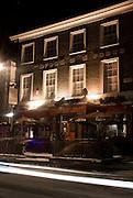 THE BREAD AND ROSES PUB,.68, Clapham Manor Street, SW4 6DZ.Tube: Clapham Common o Clapham North ( Northen line).Tel: 0044(0)2074981779.Web: breadandrosespub.com.E-mail: info@breadand rosespub.com.EVENTI: Ambiente giovane e rilassato dove poter ascoltare della buona musica di sottofondo o andare a una delle serate a tema COMEDY NIGHT, LIVE MUSIC, FLAMENCO NIGHT, TEATRO