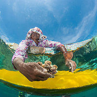 Bajau sea gypsies hunting for clams, Mantabuan, Sabah, Borneo, East Malaysia, South East Asia