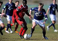 Fotball<br /> 22. Februar 2012<br /> Treningskamp<br /> La Manga, Spania<br /> Viking - FC Nordsjælland<br /> Adu (L) , Nordsjælland<br /> Joan Simun Edmundsson (R) , Viking<br /> Foto: Astrid M. Nordhaug