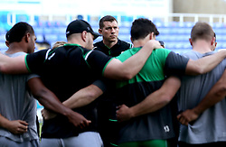 London Irish Director of Rugby Nick Kennedy leads a huddle with his players ahead of the Greene King IPA Championship Final 2nd Leg - Mandatory by-line: Robbie Stephenson/JMP - 24/05/2017 - RUGBY - Madejski Stadium - Reading, England - London Irish v Yorkshire Carnegie - Greene King IPA Championship Final 2nd Leg