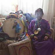 Mongolia. Ulaanbaatar. Mrs Tserendolgor,  old woman master shaman and her students Mrs Batzaya Otgonzaya and nara   , during  a shamanic ceremony in a flat  of Ulaan baatar