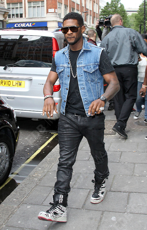 13.JUNE.2012. LONDON<br /> <br /> USHER LEAVING BBC RADIO ONE STUDIOS, LONDON<br /> <br /> BYLINE: EDBIMAGEARCHIVE.CO.UK<br /> <br /> *THIS IMAGE IS STRICTLY FOR UK NEWSPAPERS AND MAGAZINES ONLY*<br /> *FOR WORLD WIDE SALES AND WEB USE PLEASE CONTACT EDBIMAGEARCHIVE - 0208 954 5968*