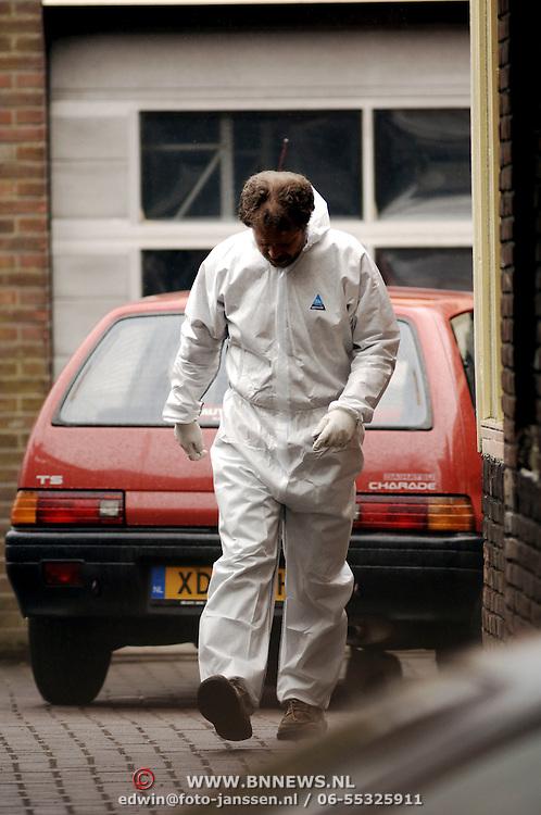 Schietpartij Hilvertsweg 17 Hilversum, KLPD politieagent Frans Nijhoff pleegt zelfmoord na doodschieten vrouw en kinderen.technische recherche, rechercheur