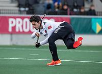 AMSTELVEEN -   Tanguy Cosyns (Adam) scoort uit een strafcorner,  tijdens de hoofdklasse hockeywedstrijd Amsterdam-HC Rotterdam (7-1).    COPYRIGHT KOEN SUYK