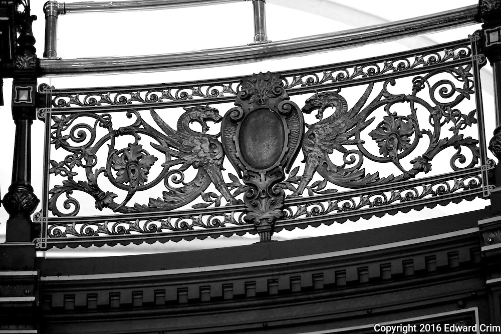 2nd floor railing in the rotunda of the Illinois capitol.