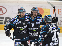 20.03.2015, Keine Sorgen Eisarena, Linz, AUT, EBEL, EHC Black Wings Linz vs HCB Suedtirol, Playoff, Viertelfinale, 7. Spiel, im Bild v.l. Andrew Jacob Kozek, Franklin MacDonald, Curtis Murphy (EHC Liwest Black Wings Linz) // during the Erste Bank Icehockey League 7th quarterfinal match between EHC Black Wings Linz and HCB Suedtirol at the Keine Sorgen Eisarena in Linz, Austria on 2015/03/20. EXPA Pictures © 2015, PhotoCredit: EXPA/ Reinhard Eisenbauer