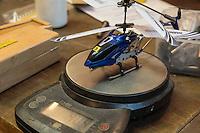 Рабочий стол. Авиамодельная мастерская. Модель радиоуправляемого вертолета на электронных весах.